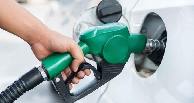 Petrol cheaper, diesel costlier for the seventh day