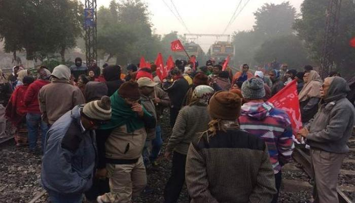 10 trade unions, India off, Against the central government,