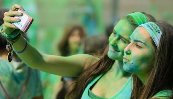 Holi smartphone, How to avoid water and color,