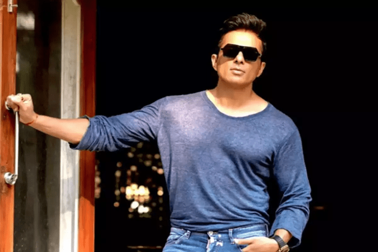 Sonu Sood Announces Three Lakh Jobs For Migrant Labourers On His Birthday| entertainment News in Hindi – RealTimes