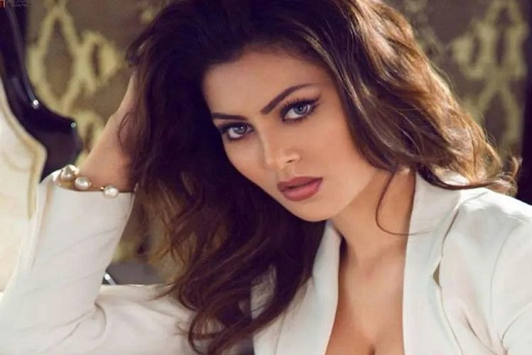 Urvashi Rautela takes a fee of four crores for the new year program| entertainment News in Hindi