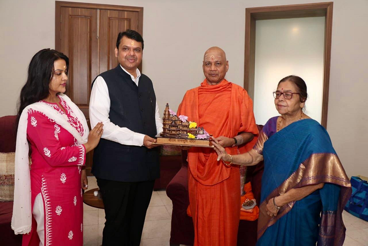 Cooperation: The leader of the opposition of Maharashtra gave so much support for the construction of Shri Ram temple, the check was handed over to the treasurer of the Ram Janmabhoomi shrine.| national News in Hindi