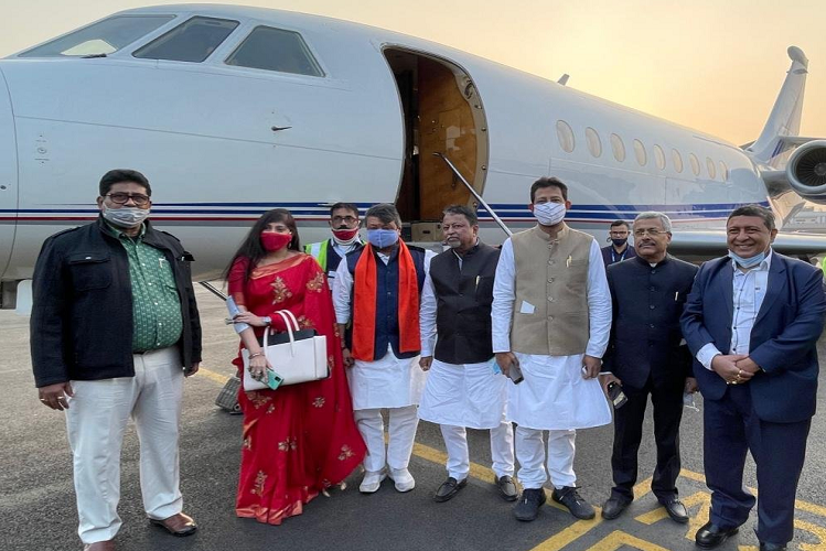 WB Assembly Election: TMC may not remain halfway before voting in Bengal, one by one, sister of Didi MLA is holding Modi, today these three flew to Delhi in a special plane from Bengal| national News in Hindi