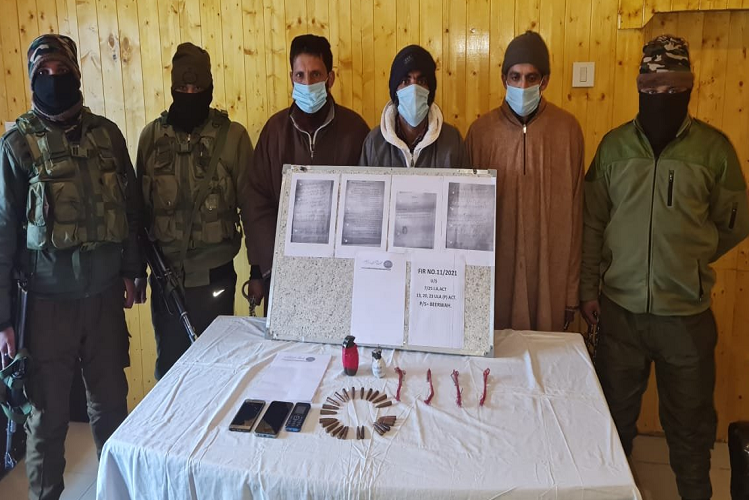 Kashmir Valley: In a joint operation of JandK police-army today, three terrorists of this banned terrorist organization were arrested from the valley, many weapons and documents were recovered.| national News in Hindi