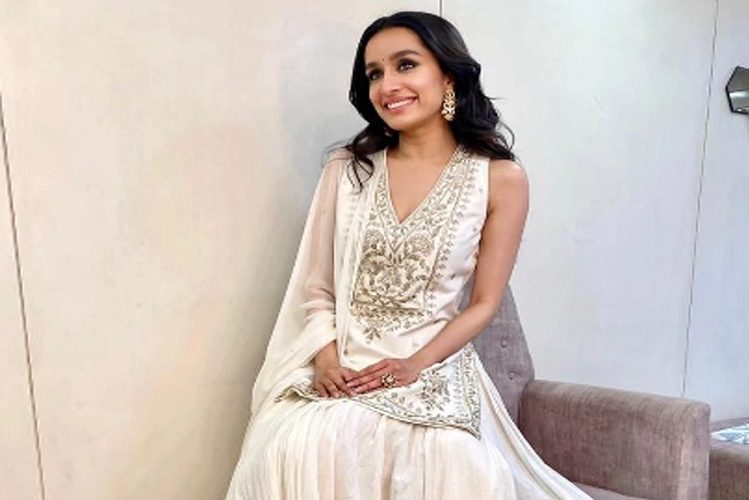 Shraddha Kapoor wore such an expensive dress in brother's wedding| entertainment News in Hindi