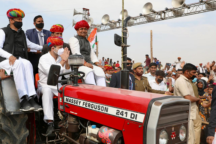 Kisan Mahapanchayat: Targeting Rahul Gandhi's center at Kisan Mahapanchayat in Rupangarh, Ajmer, says – Modi gave hunger, unemployment and suicide to farmers as an alternative to agricultural laws| national News in Hindi | Kisan Mahapanchayat : अजमेर के रूपनगढ़ में किसान महापंचायत में राहुल गांधी का केंद्र पर निशाना, बोले