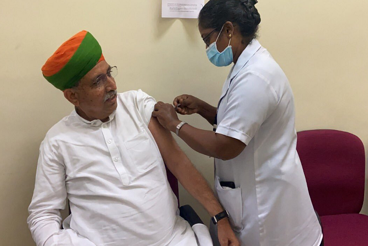 Rajasthan: This central minister of Rajasthan, who claimed to have cured corona from 'Bhabhi Ji' papad, got corona vaccine planted in Puducherry ..!| national News in Hindi