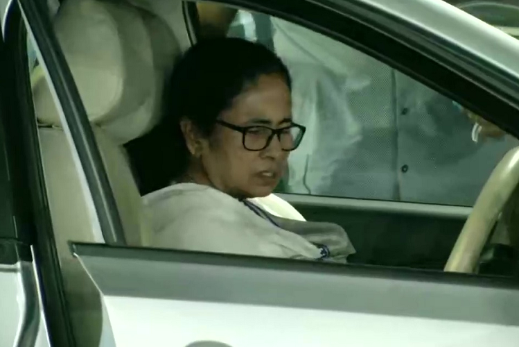 West Bangal: TMC supremo and Bengal Chief Minister Mamata Banerjee will get leave from Kolkata's SSKM Hospital, will campaign on wheelchair for a few days  national News in Hindi