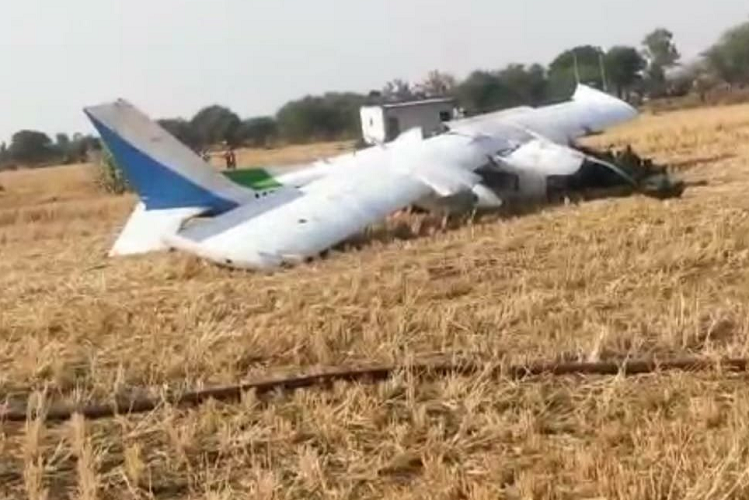 Bhopal: Aircraft flew from Bhopal to Guna, crash in field due to technical glitch, three pilots injured | national News in Hindi
