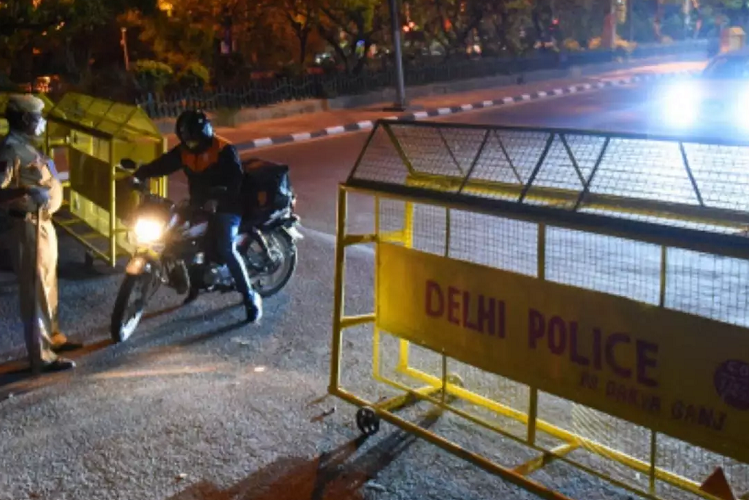 Night Curfew: After Delhi and Punjab, night curfew imposed in Noida and Ghaziabad, decided after rising cases of corona | national News in Hindi