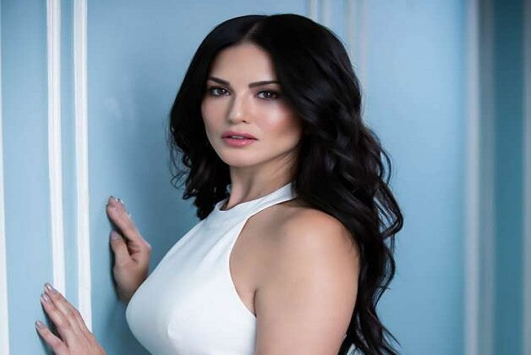 Sunny Leone gets this great gift from her husband at the tenth wedding anniversary| entertainment News in Hindi