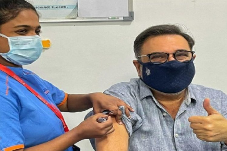 Now Bollywood actor Boman Irani also took the Corona vaccine  entertainment News in Hindi