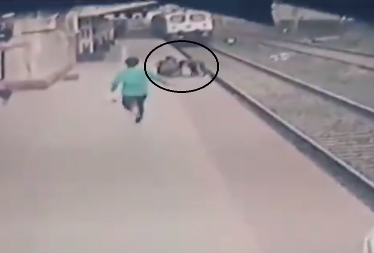 Viral Video: The child had fallen on a trek at Wangani station in Maharashtra, the train was about to pass when the pointsman of the Indian Railways risked his life and saved the life of the child ..! Watch video
