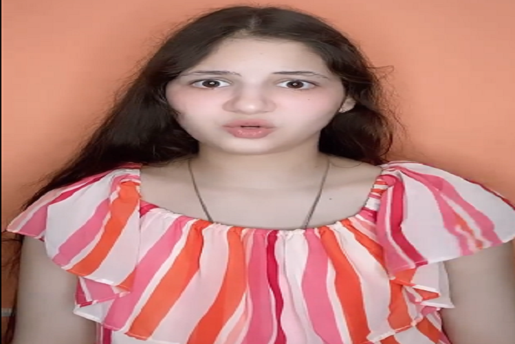 'Munni' of Bajrangi Bhaijaan harshaali-malhotra share a video on instagram, said – I have to wear only small tights or not on my face, makeup is not visible, yet I wear it, you also wear it| entertainment News in Hindi | बजरंगी भाईजान की 'मुन्नी' कर रही मास्क के प्रति लोगों को जागरूक, बोलीं
