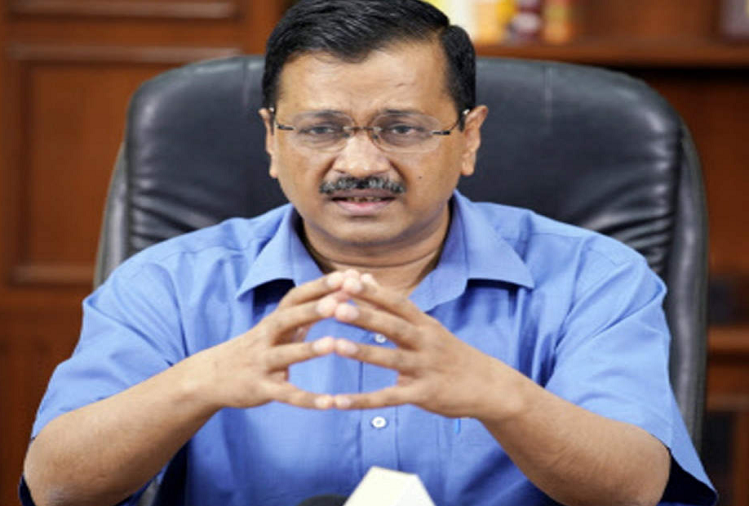 Delhi: Delhi government gave 1 crore rupees to the families of teacher who died from Corona, Kejriwal handed over check