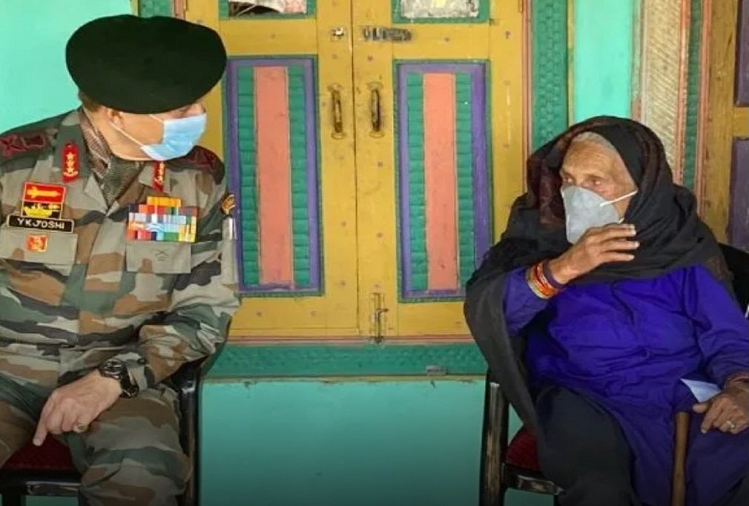 Jammu And Kashmir : Did not give up even at the age of 120 years ..! On one hand, Dholi Devi took the pledge to free the entire village of Corona virus, the Indian Army saluted the grandmother in Gar Katiyas, Tehsil Dudu of Udhampur, JandK