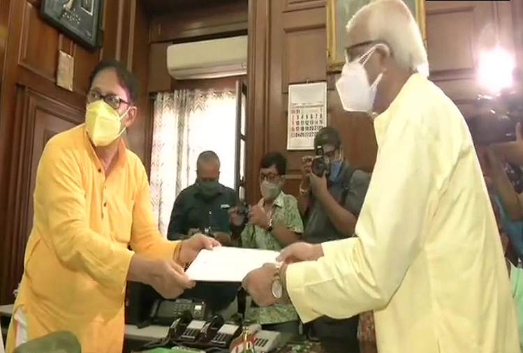 West Bangal: MLA Sovandeb Chatterjee resigns from Bhawanipore seat, this seat has been vacated for Chief Minister Mamata Banerjee, elections will be held within 6 months