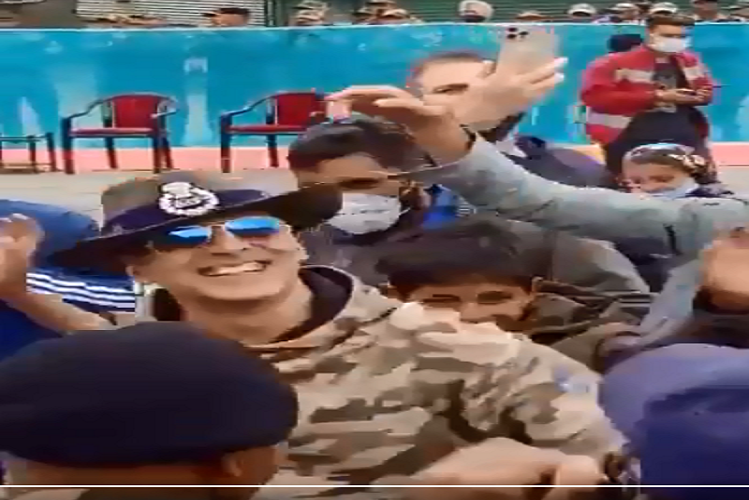 AK In JandK: Actor Akshay Kumar reached Sector Gurez in Bandipora district of Jammu and Kashmir, danced fiercely with army personnel, watch video| entertainment News in Hindi