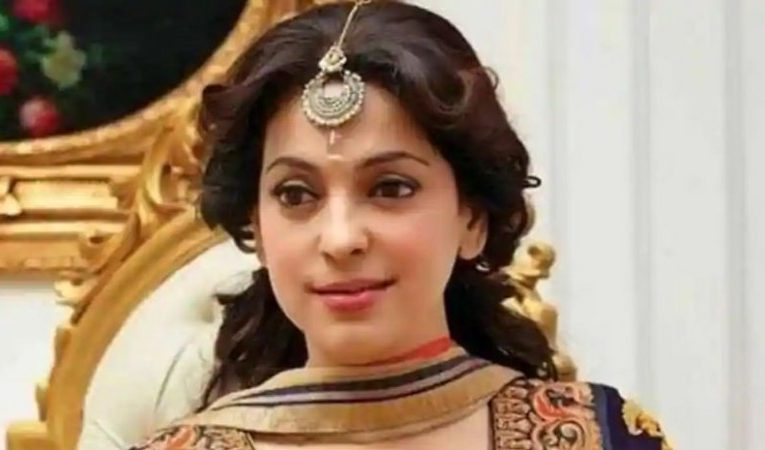 5G network case: Juhi Chawla yet to pay fine, hearing postponed till July 29  entertainment News in Hindi