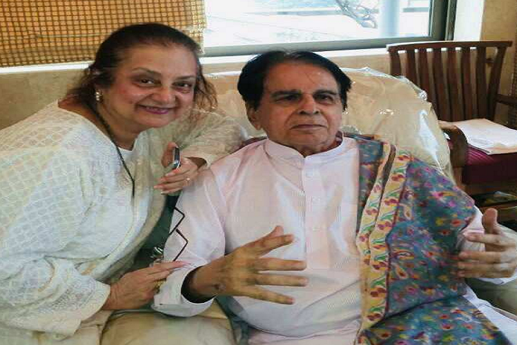 Bollywood's famous actress and late actor Dilip Kumar's wife Saira Banu's health deteriorated, shifted to the ICU of Hinduja Hospital in Mumbai| entertainment News in Hindi
