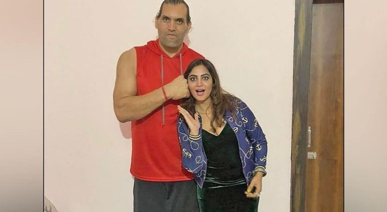 Arshi Khan learned wrestling from The Great Khali, will be rolled after watching video  entertainment News in Hindi