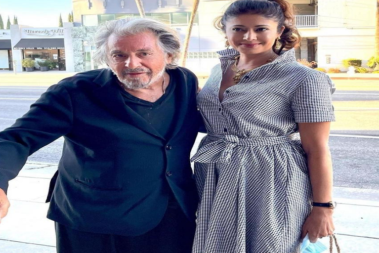 What is Bollywood actress Pooja Batra doing with Hollywood's popular 81 year old actor Al Pacino in Los Angeles..?| entertainment News in Hindi