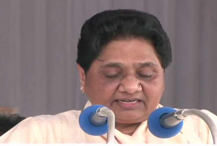 Lucknow  : BSP chief Mayawati addressed the rally on the death anniversary of Bahujan Samaj Party (BSP) founder Kanshi Ram, said - BJP, SP, Congress, AAP are making promises to the public for votes, which are air.